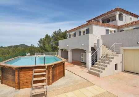 Villa in Beaucaire, the South of France