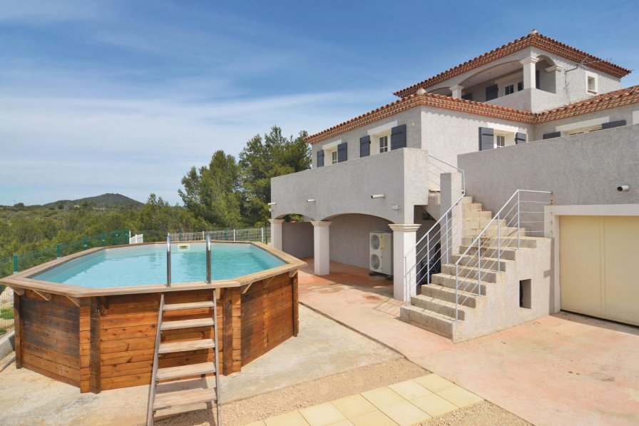 Villa in France, Beaucaire