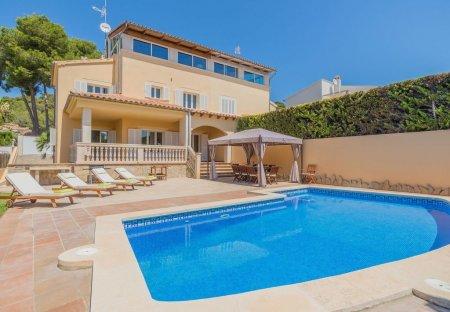 Villa in Alcanada, Majorca