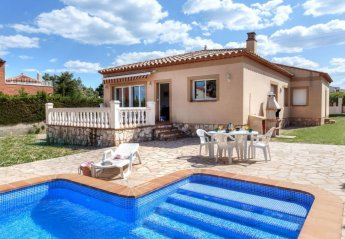 6 bedroom Villa for rent in Tres Calas