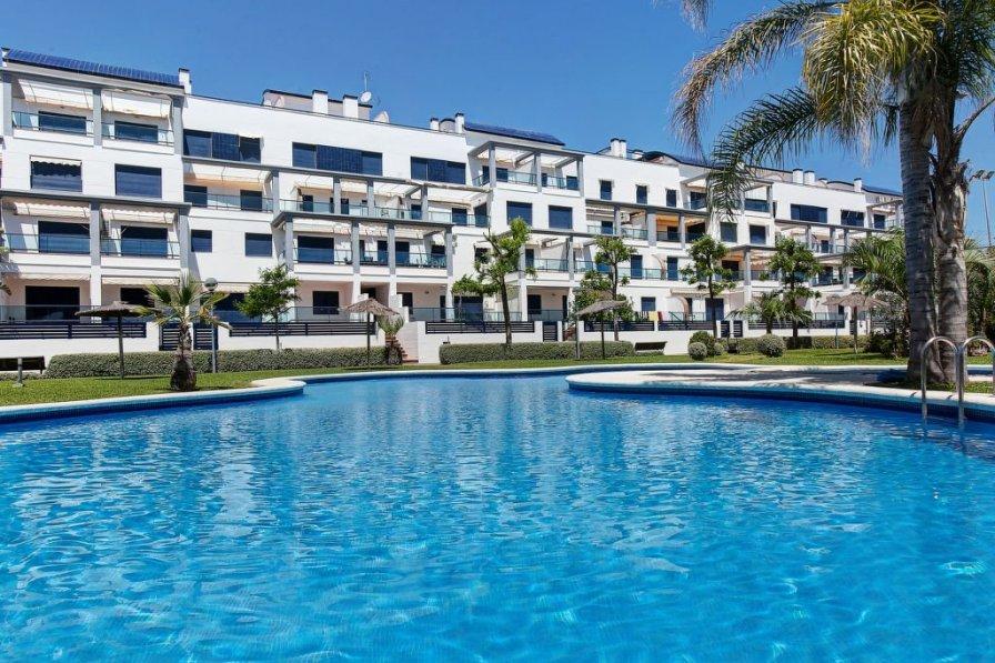 Apartment in Spain, Deveses