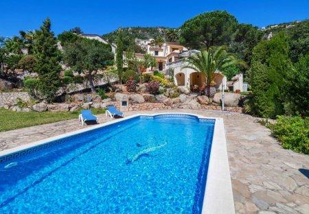 Villa in Urbanització Vescomtat de Cabanyes, Spain