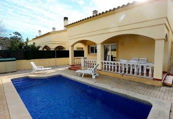 3 bedroom Villa for rent in Riumar