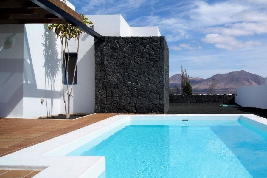 Villa To Rent In Playa Blanca Lanzarote With Private Pool