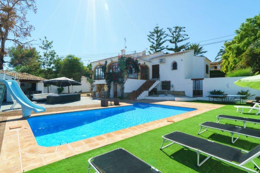 Villa in Spain, Tosalet