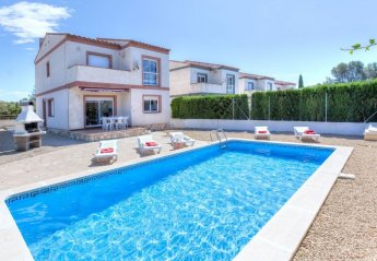 5 bedroom Villa for rent in Tres Calas
