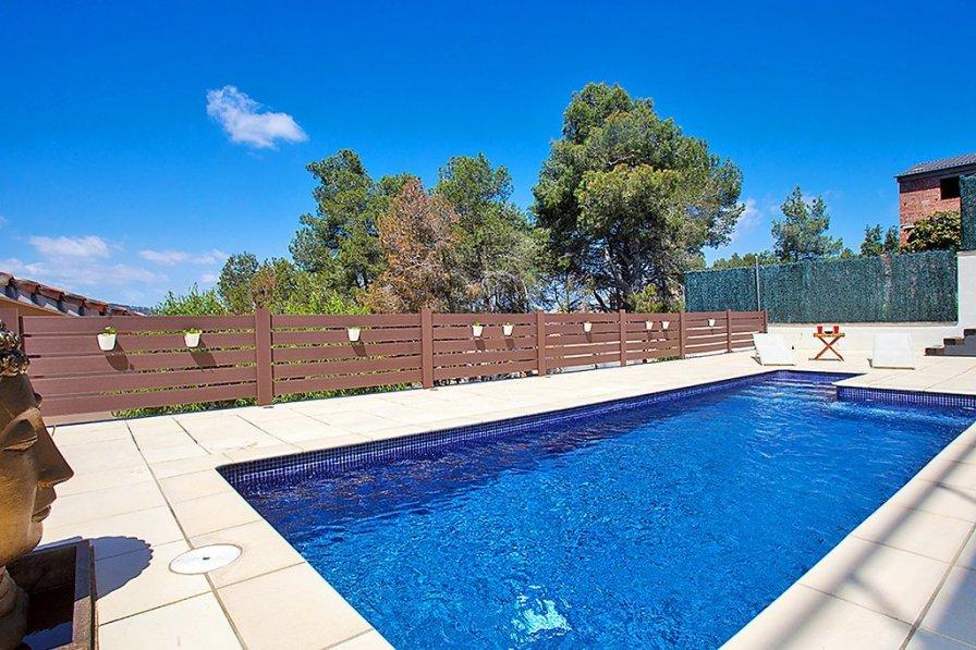 Villa in Spain, Califòrnia