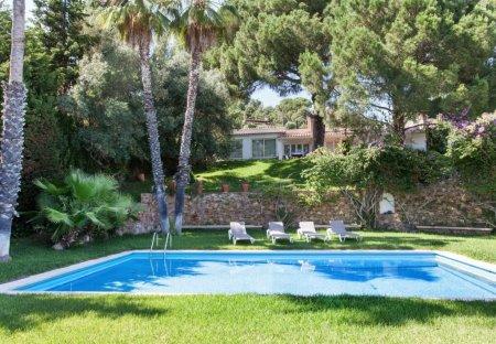 Villa in Riufred, Spain