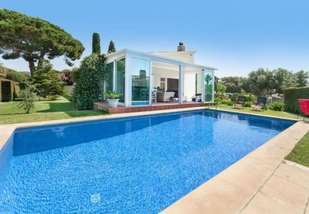 Villa in Urbanització Puigsesforques, Spain