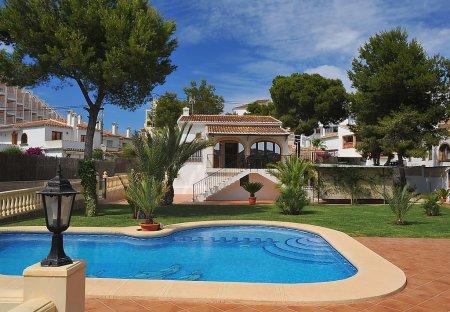Villa in Parque Calablanca, Spain