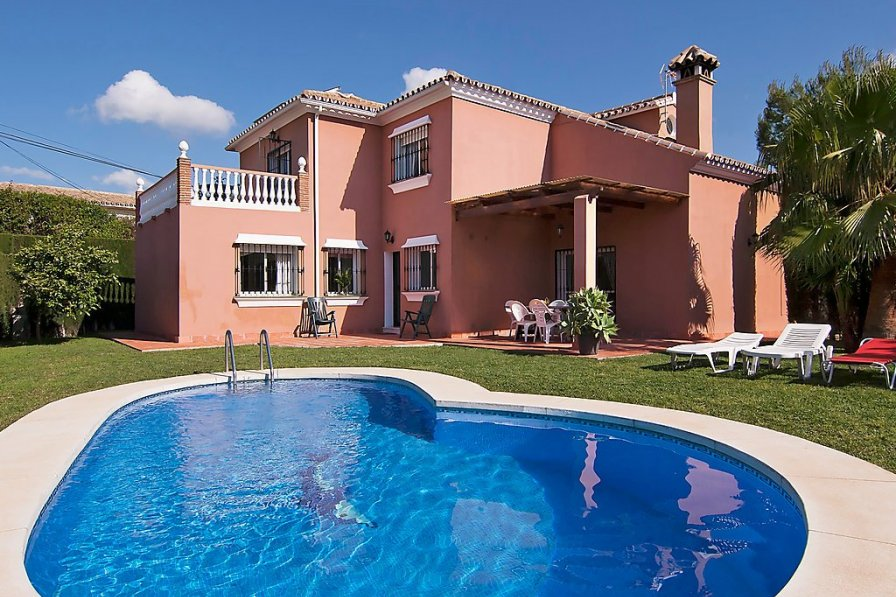 Villa with private pool in Fuengirola
