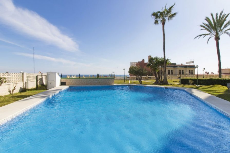 Owners abroad Torremolinos apartment to rent