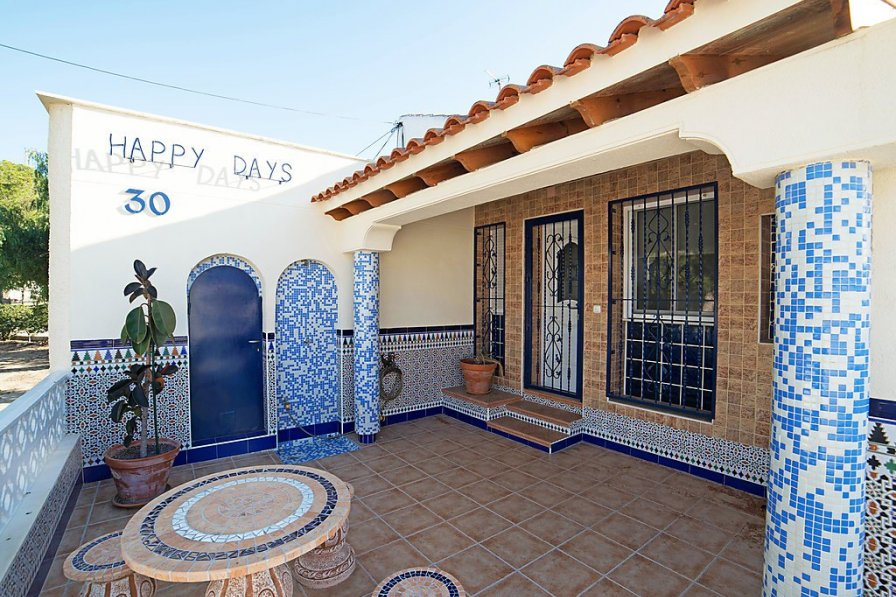 Owners abroad El Moncayo villa to rent