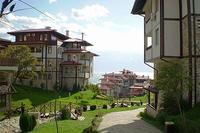 Apartment in Bulgaria, Sveti Vlas: View down the slope from Etara 2 to Etara 1