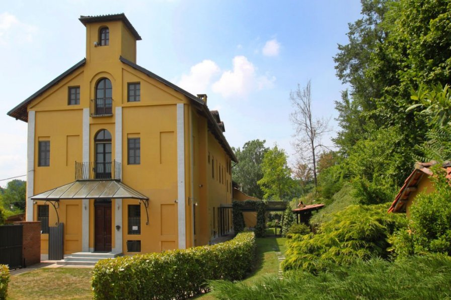 Villa in Italy, Asti