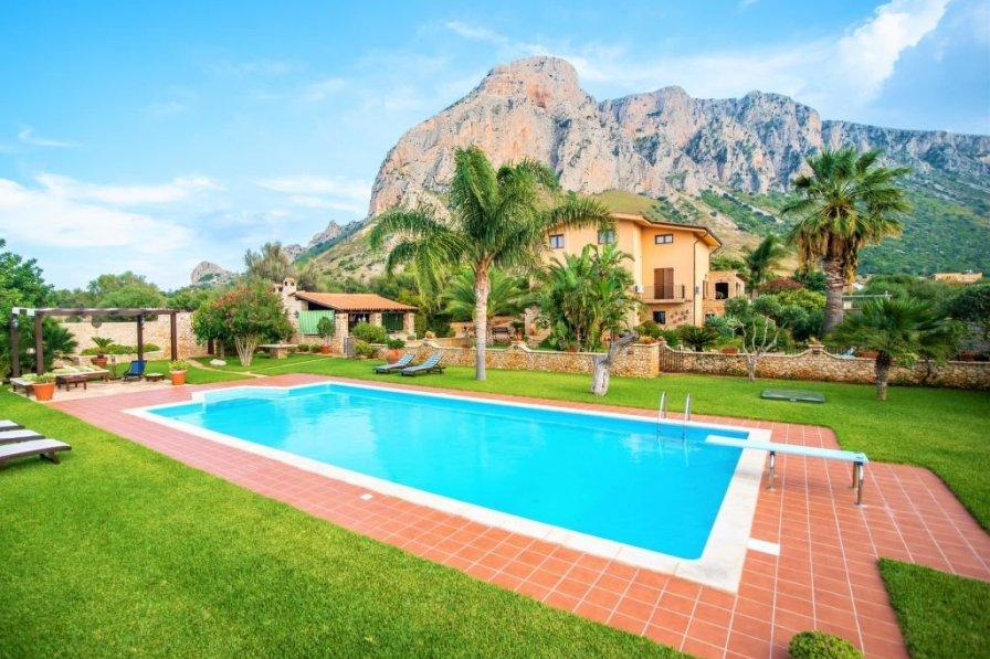 Villa in Italy, Cinisi