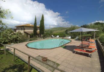 8 bedroom House for rent in Volterra