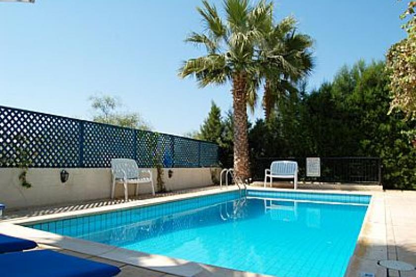 Villas in coral bay and coral bay holiday apartments from for Palm tree villas 1