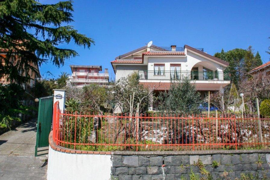 Villa in Italy, Puntalazzo