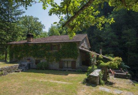 Villa in Luicciana, Italy
