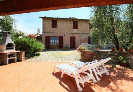 Apartment in Guistrigona, Italy