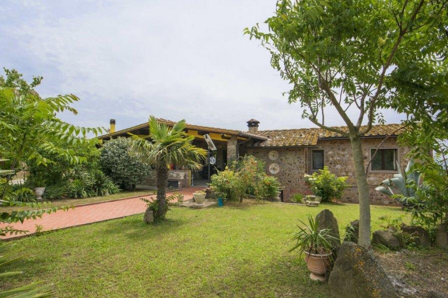 Villa in Italy, Capraia e Limite