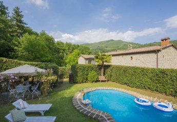 4 bedroom Farmhouse for rent in Pescia