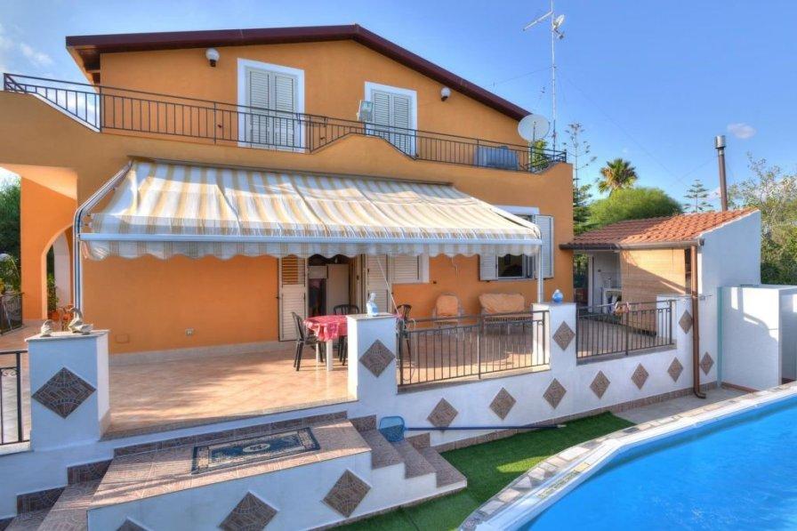 Villa in Italy, Fontane Bianche