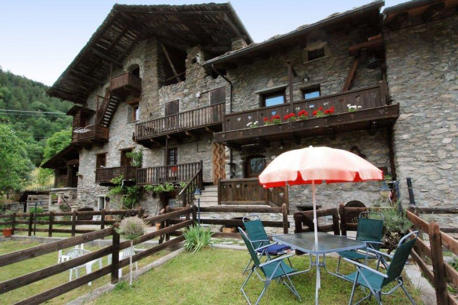 Villa in Italy, Ville Sur Sarre
