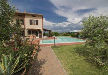 Villa in Pozzuolo, Italy
