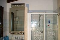 Cottage in Italy, Viagrande: The Shower