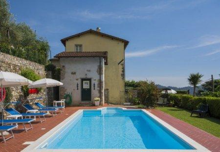 Villa in Salapreti, Italy