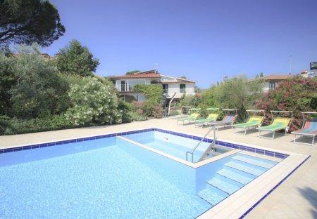 Villa in Bobolino, Italy