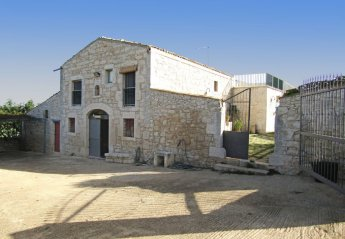 3 bedroom Cottage for rent in Ragusa