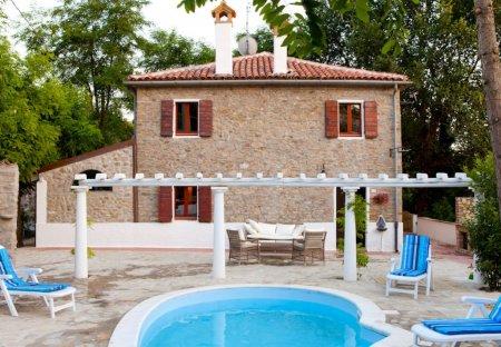 Villa in Zollara, Italy