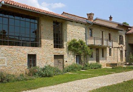 Villa in Trezzo Tinella, Italy