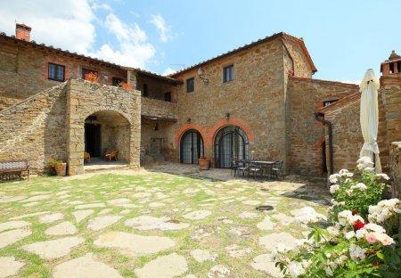 Villa in Monte San Savino, Italy
