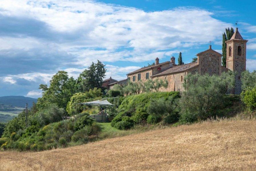 Villa in Italy, Stazione di Monte Antico