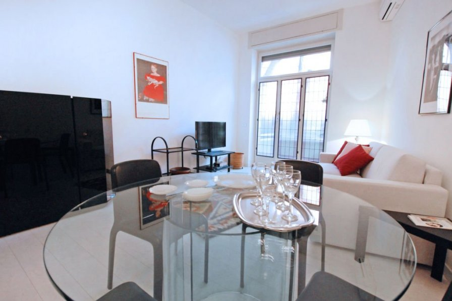 Owners abroad Milan apartment to rent