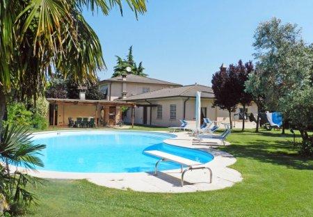 Apartment in Lonato, Italy: