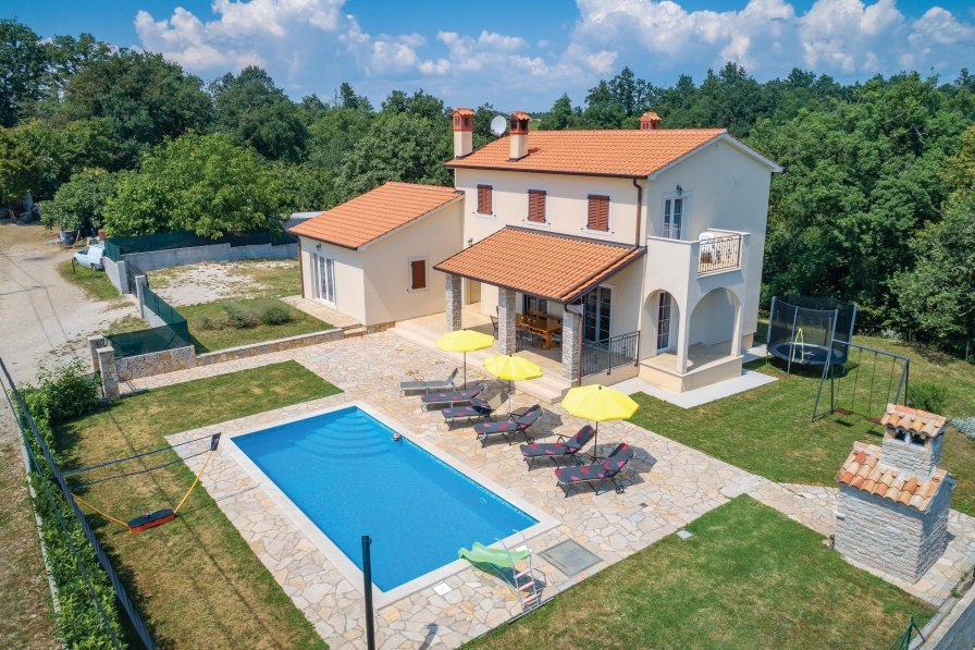 Villa To Rent In Mandalen I I Croatia With Swimming Pool 247922