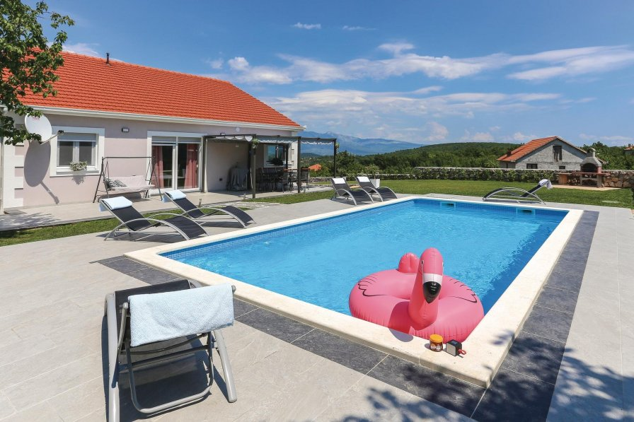 Villa in Croatia, Lučane
