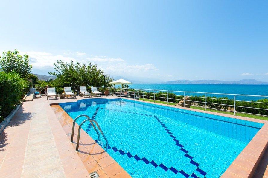 Villa in Greece, Petres