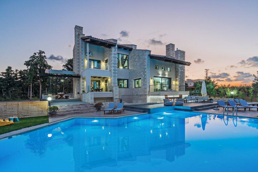 Villa in Greece, Violi Charaki