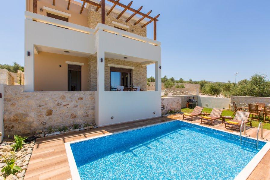 Villa in Greece, Roupes