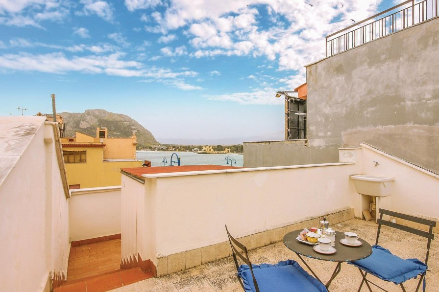 Apartment in Italy, Palermo