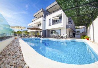 5 bedroom Villa for rent in Makarska