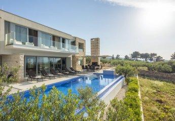 4 bedroom Villa for rent in Splitska