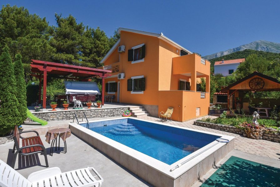 Holiday villa in Herceg Novi with shared pool