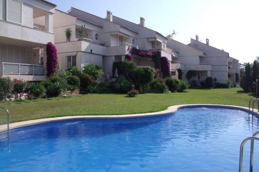 Villa in Spain, Aduanas